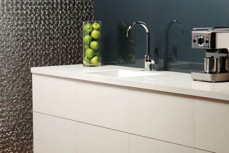5 tile & glass splashbacks that make perfect kitchen complements