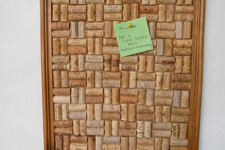 How To: Make a wine cork notice board