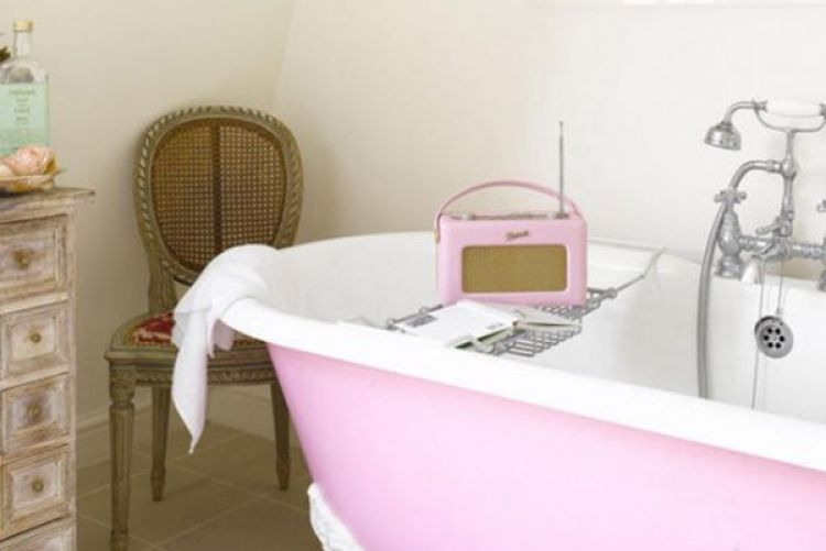 Paint your bath tub a bright colour