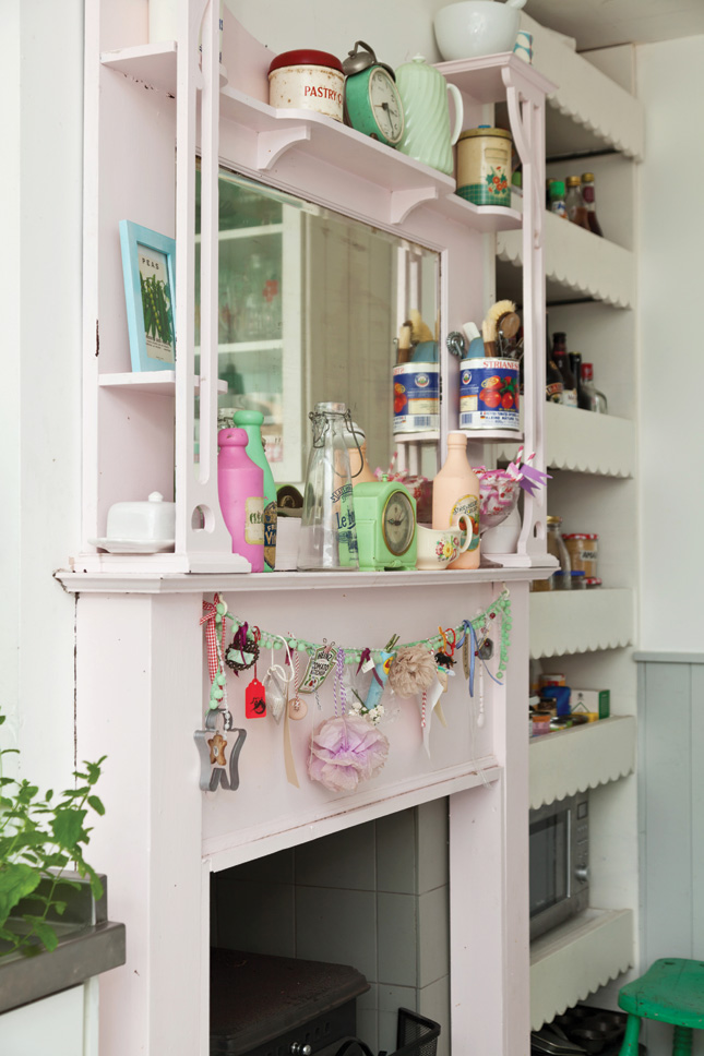 Sharon Hearne-Smith's 1950s style home - kitchen