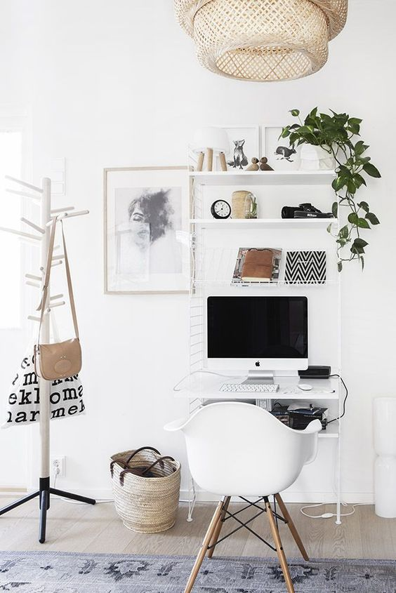 Small spaces are no problem for this home office