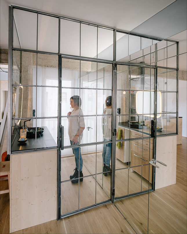 Smoke Mirrors This Small Apartment Doubles Its Visual Space With 1 Trick Houseandhome Ie