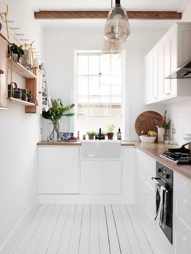 10 ways to make your small kitchen look bigger for Jolie maison decoration