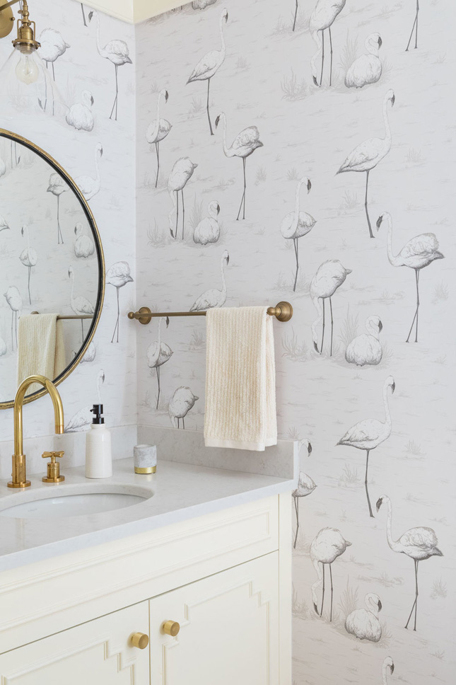 17 times that wallpaper in a bathroom stole the show for Bathroom wallpaper ideas