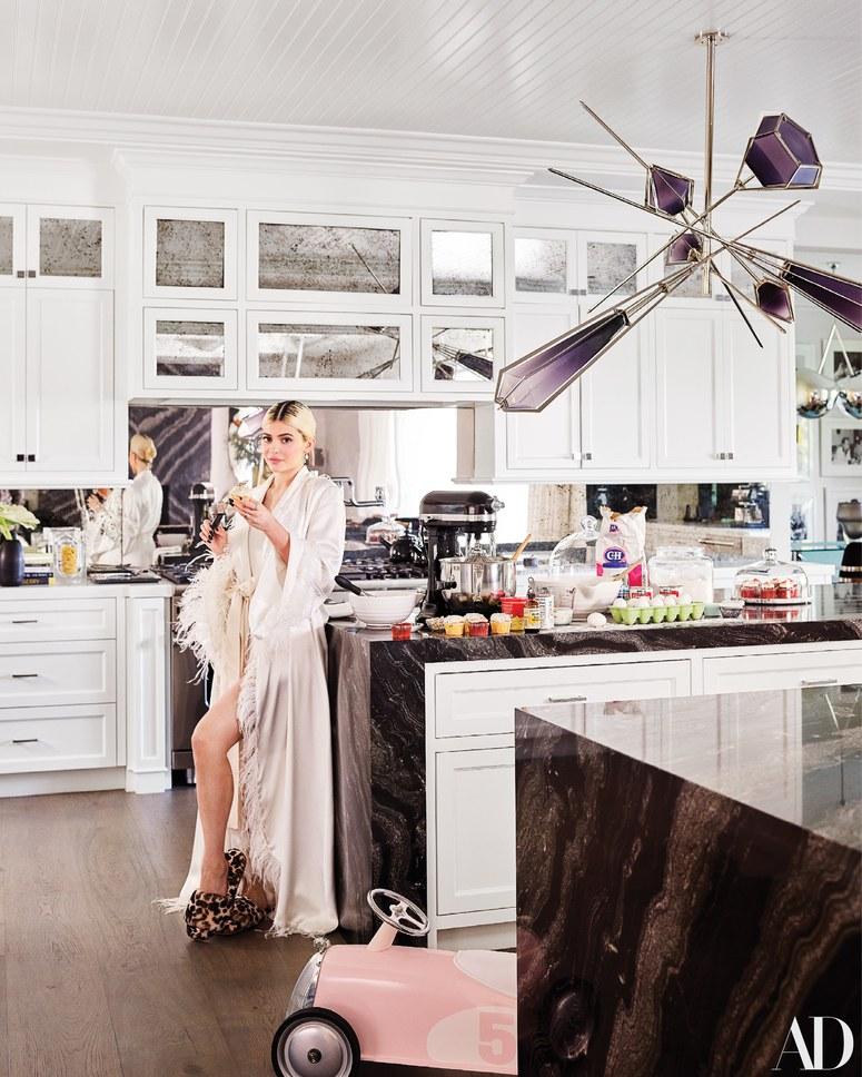 2048x2048 Kylie Jenner In Her House 5k Ipad Air Hd 4k: Kylie Jenner's Home: Sneak Peek Inside Kylie Jenner's LA