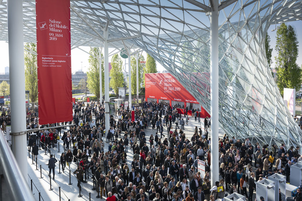 The crowd arriving to Salone del Mobile 2019