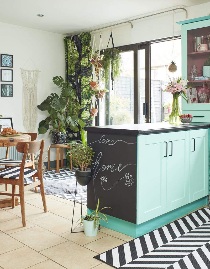 Saara McLoughlin's DIY crown paints kitchen makeover