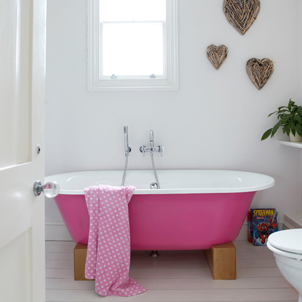Superior Are You Tired Of Looking At Your Traditional White Bathroom Suite? Well Why  Not Change The Look Of The Whole Room By Painting Your Bath Tub A Vibrant  Colour ...