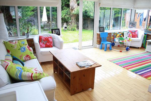 Living room rumble susan vs lindsay - Living room vs family room ...